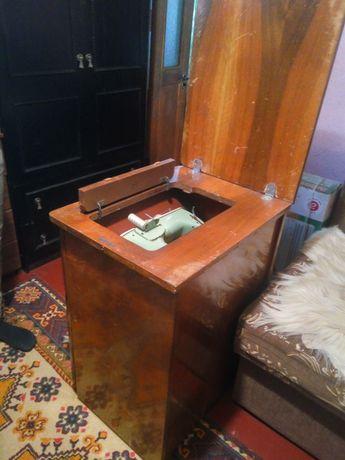 Ножна швейна машинка  lada