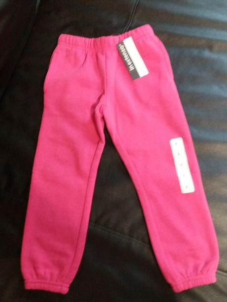 Nowe spodnie deresowe ocieplane roz 104