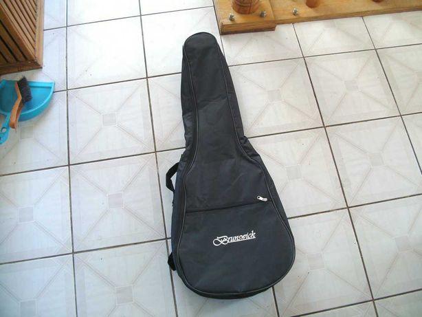 Pokrowiec na gitarę akustyczną marki Brunswick
