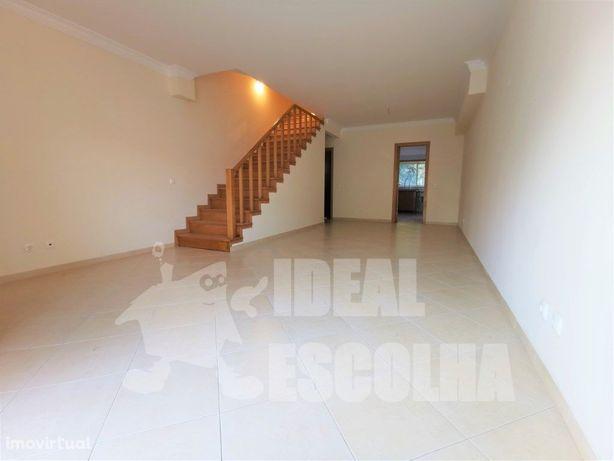Moradia V3 c/ garagem - Vale Flores 265.000€