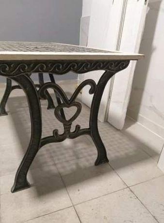 Mesa i uma cadeira