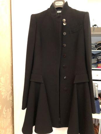 Продам красивое пальто Alexander Mqueen