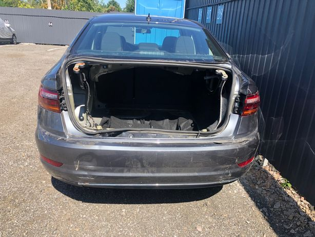Задній бампер Volkswagen Jetta 2019