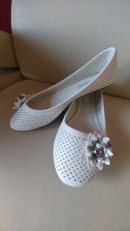 Balerinki białe ażurowe koraliki perły nowe 38