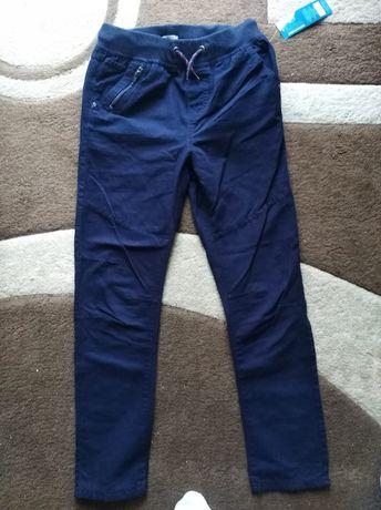 Nowe spodnie r152 granatowe