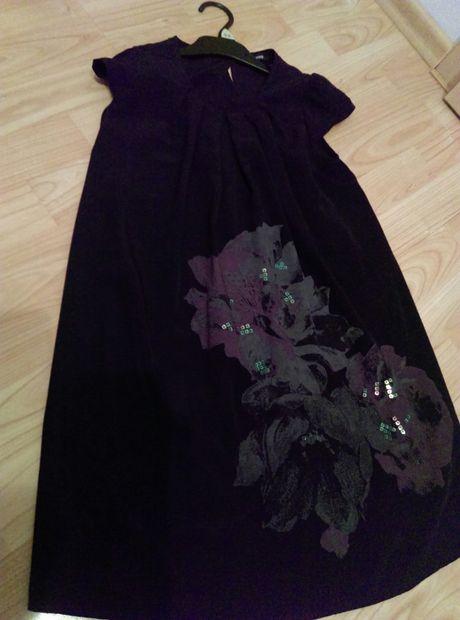 Sukienka czarna z kwiatem 9-10 lat