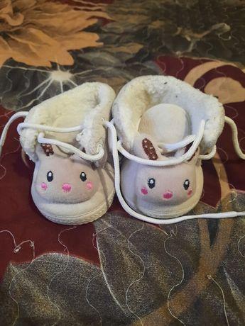 Продам взуття на дівчинку на маленьку ножку зима-весна