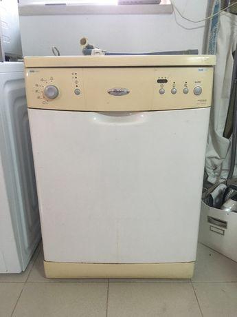 Máquina lavar loiça Whirlpool