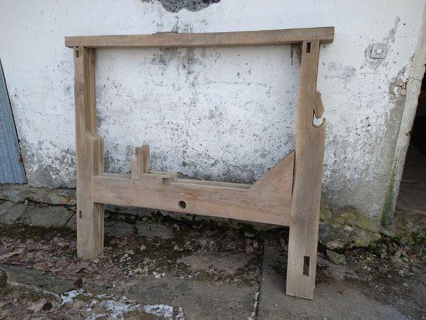Elementy dębowe starego warsztatu tkackiego