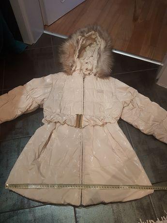 Ładna kurtka z kapturem na 140 cm wysyłka za 1 zł do 4.12