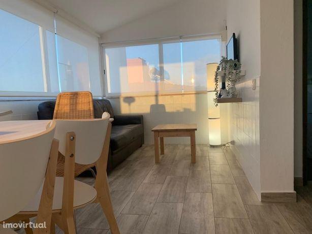 Portimão - T2 mobilado - 1º andar de Moradia com Piscina