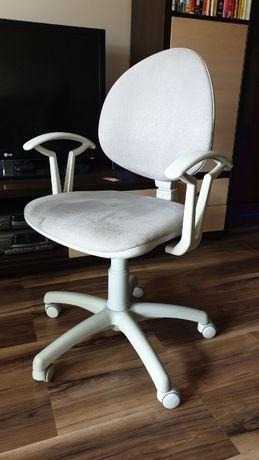 Fotel biurowy dla nastolatka używany