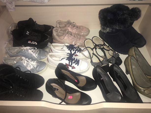 Отдам пакет женской обуви