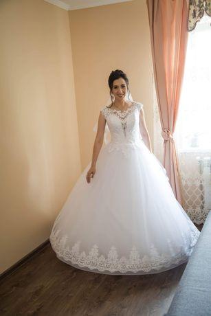 Весільна сукня,колекції 2020 року,після професійної хімчистки.