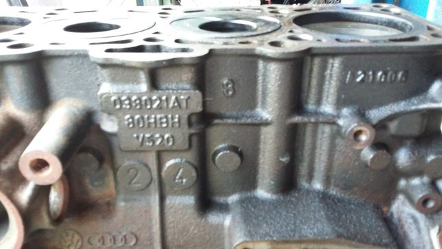 Blok silnika VW audi 038021AT