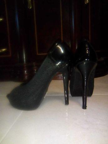 Vendo Sapatos de Salto Alto