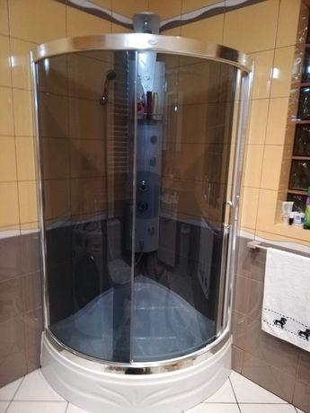 Kabina, brodzik i panel prysznicowy