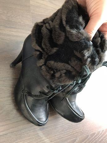 Взуття жіноче 37 р