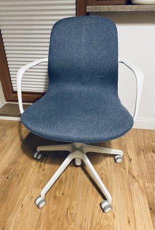 Krzesło obrotowe na kółkach IKEA LÅNGFJÄLL niebieski z podłokietnikami