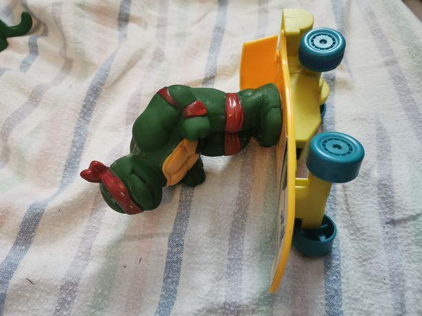 Tartaruga ninja skate anda pilhas