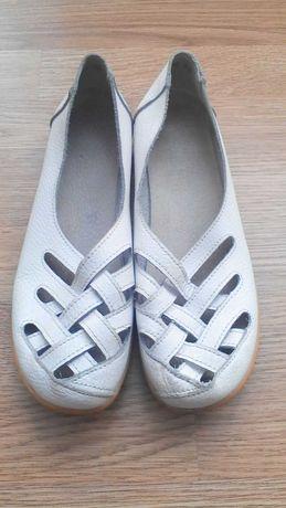 Продам недорого женские туфли 40 размер