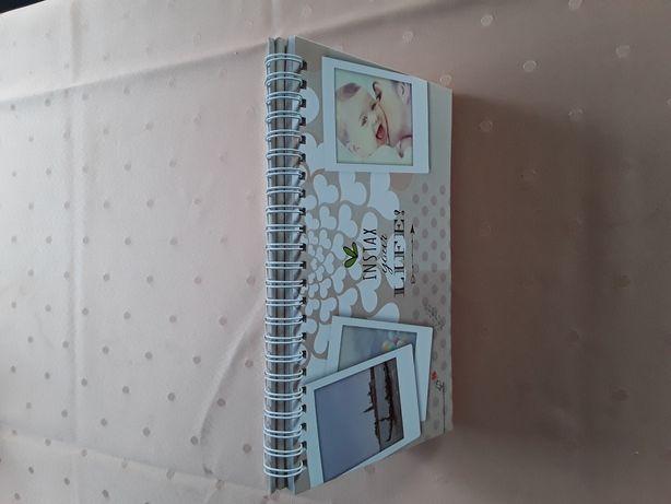 Kalendarz na zdjęcia Instax