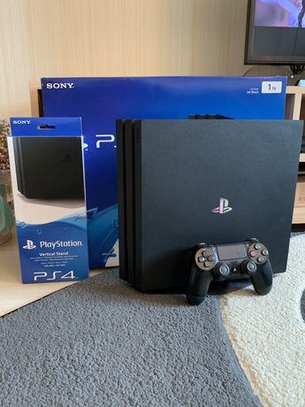 Продам приставку Sony Playstation 4Pro 1TB (Black)