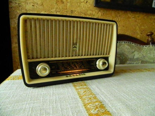 Stare radio lampowe. Grundig 85. Miniatura radia. Sprawne.