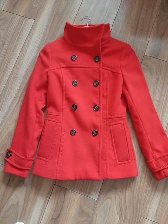 Czerwony płaszczyk H&M
