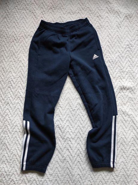 Spodnie dresowe Adidas. Rozmiar 140