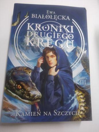 """""""Kroniki drugiego kręgu. Kamień na szczycie"""" Ewa Białołęcka  fantasy"""
