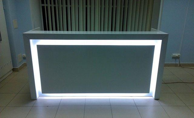 Сотйка администратора - ресепшн с подсветкой