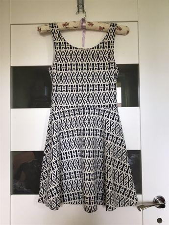 Sukienka we wzorki