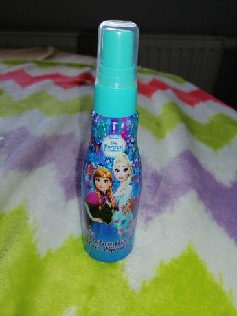 Spray ułatwiający rozczesywanie włosów.