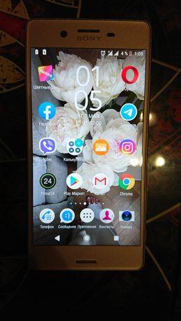Продам мобильный телефон и чехлы Sony F 5122