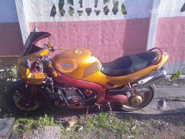 Продам мотоцикл Triumph sprint 955i