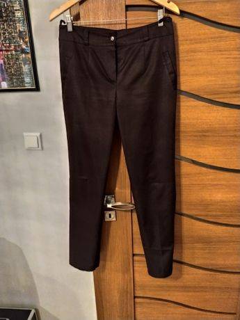 ciemnobrązowe spodnie