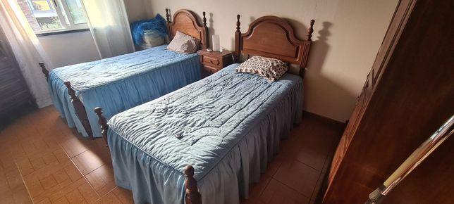 Vendo camas com colchão