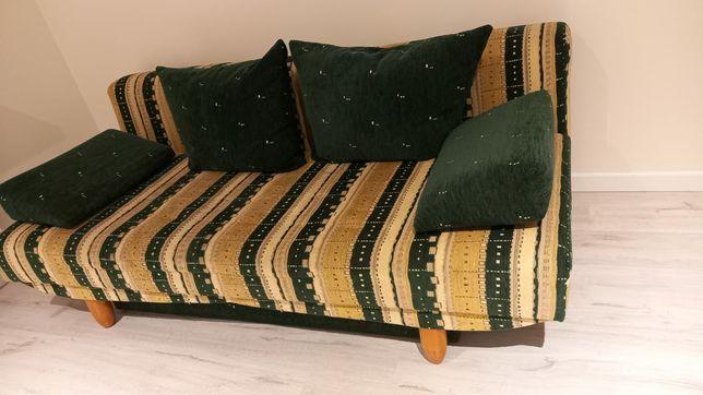 Wygodna kanapa w bardzo dobrym stanie.