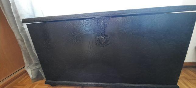 Bau / arca de madeira trabalhada