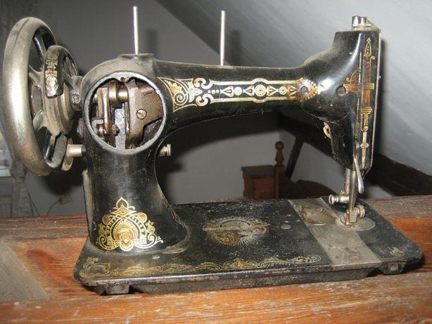 stara zabytkowa maszyna do szycia