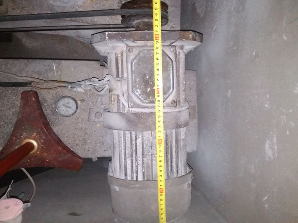 Асинхронный двигатель АК112L4у1