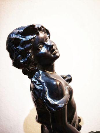 Escultura patinada a bronze