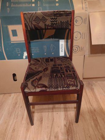 Zestaw pięciu krzeseł