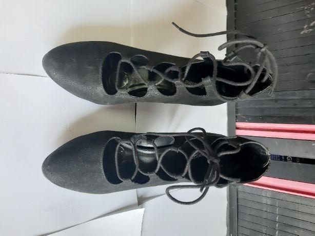 Czułenka buty wiązane