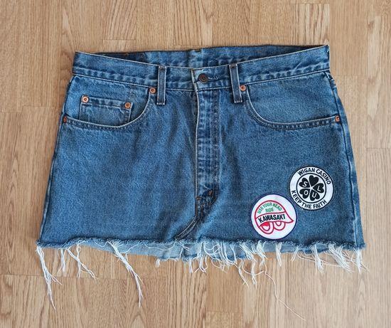 Spódnica jeansowa Levi's krótka z naszywkami dżinsowa Levis