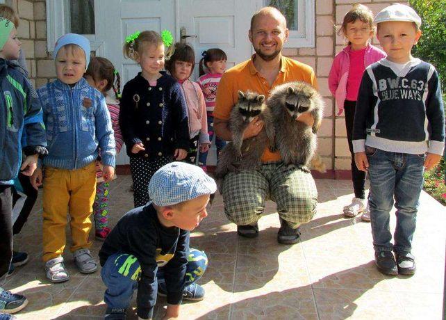Енот єнот полоскун - зустріч з єнотами в Домі Єнота / Raccoon house