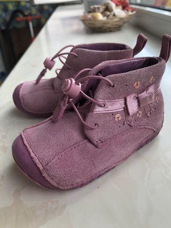 Демисезонные ботинки для девочки натуральный замш Clarks