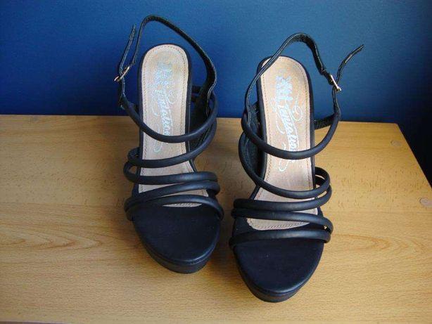 Sandálias de tiras pretas NOVAS